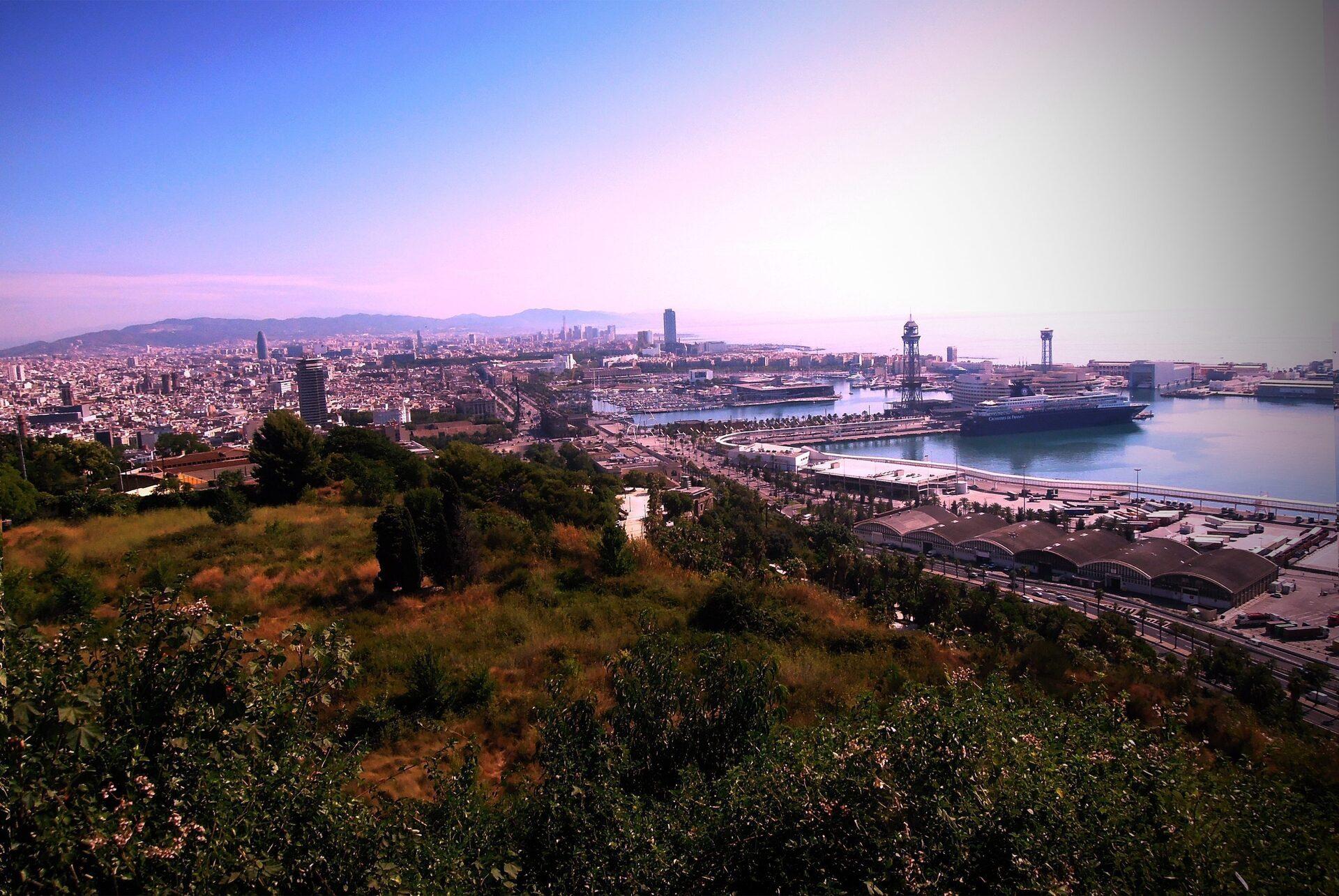 Barcellona slow scoprire montjuic con guida a 4 viaggi for Barcellona vacanze low cost
