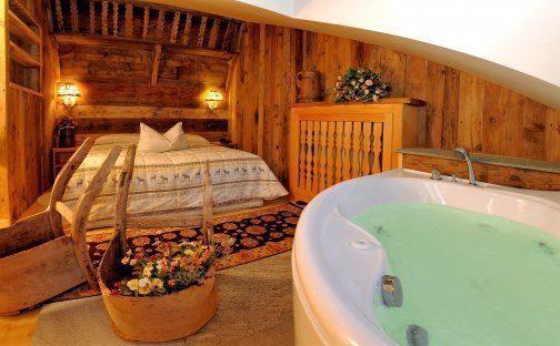 Vasca idromassaggio in camera da letto hotel puglia - Vasca in camera ...