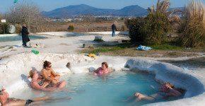 Un bagno al Bagnaccio a Viterbo, vicino Roma