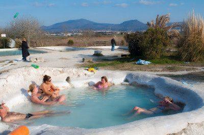Un bagno al bagnaccio a viterbo vicino roma viaggi low cost - Bagno italia ischia ...