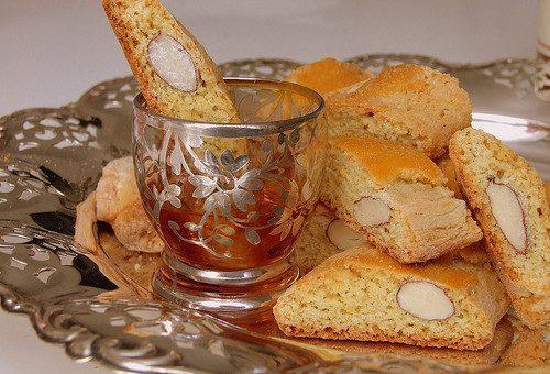 Cantucci e Bruttiboni con Vinsanto, i biscotti tipici di Prato
