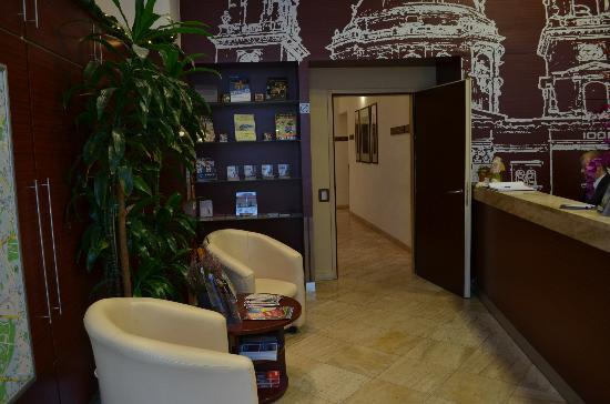hotel-central-basilica-reception