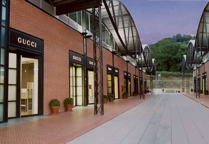 Outlet a Valdarno, in Toscana Gucci low cost