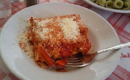 Trattoria da Nennella a Napoli, piatti tipici oltre la pizza