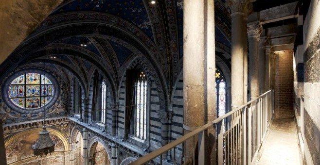 A Siena il Duomo e la vista del cielo da aprile