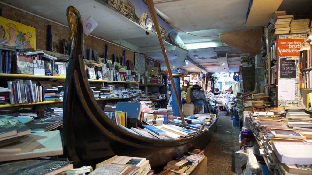 venezia-acqua-alta-libreria