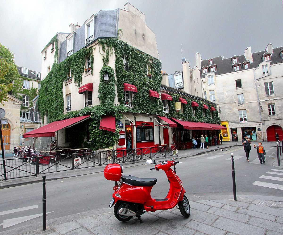passeggiando per le marais parigi viaggi low cost. Black Bedroom Furniture Sets. Home Design Ideas