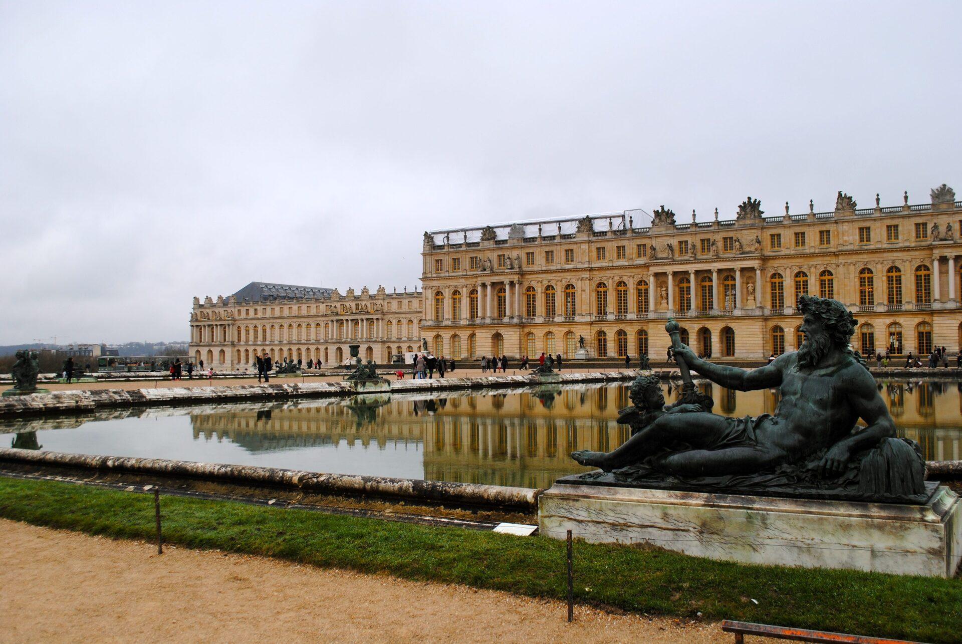 Versailles come arrivare da parigi for Charles che arredo la reggia di versailles