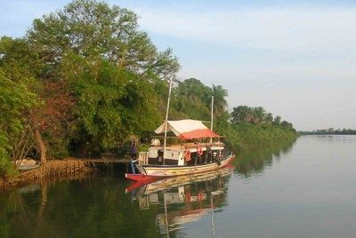Boat_river_Gambia