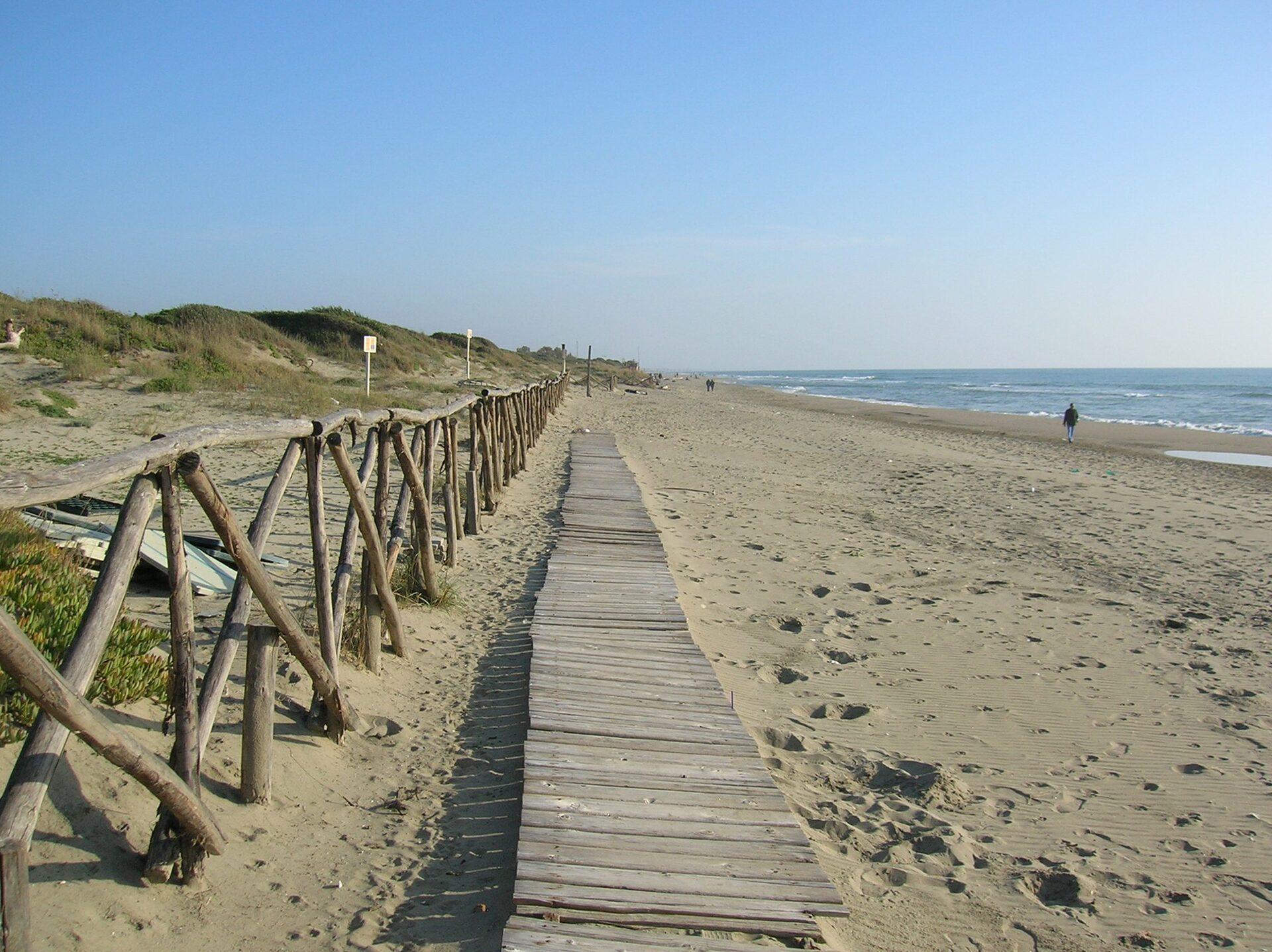 Matrimonio Litorale Romano : Roma e le spiagge il litorale romano in estate