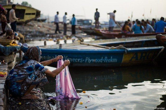 Benares-lavando