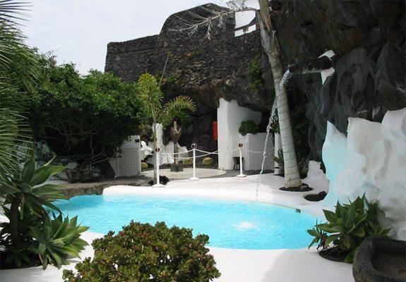 lanzarote-Cesar-Manrique-interno-piscina