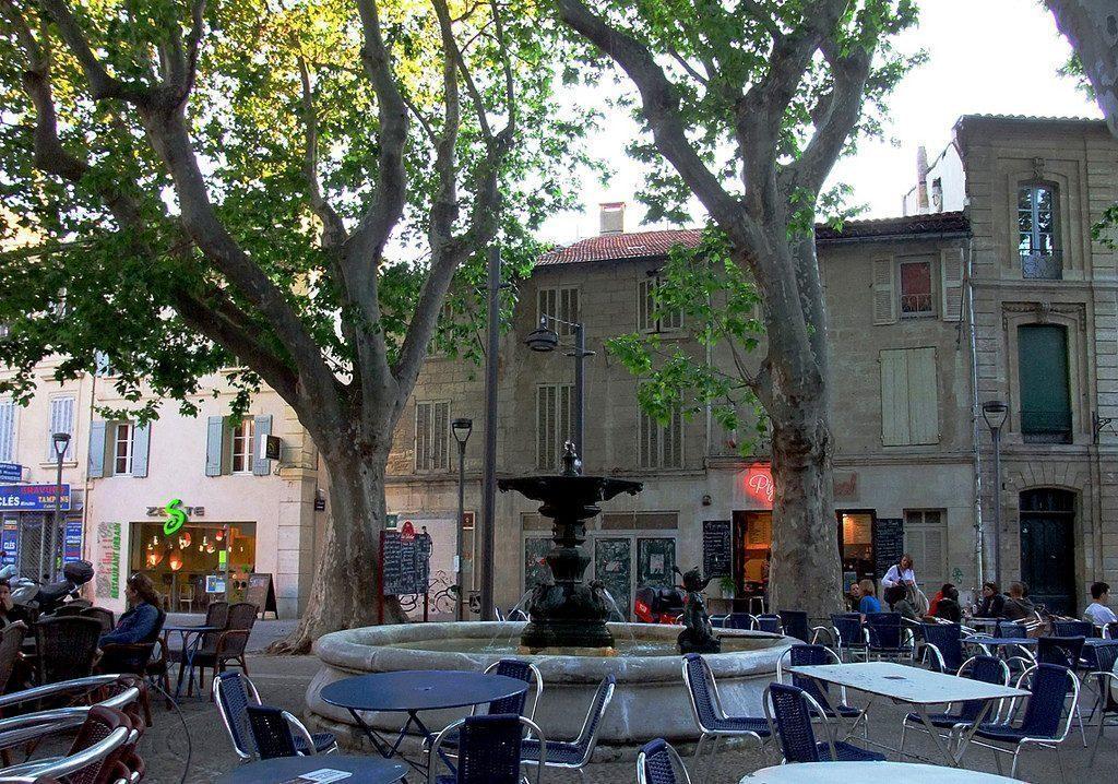 avignone-Place des Corps Saints-francia