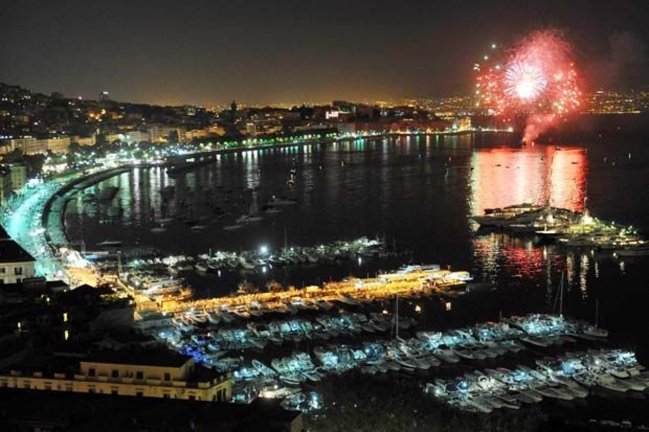 Matrimonio A Natale Napoli : Tradizioni di capodanno a napoli le usanze tipiche partenopee